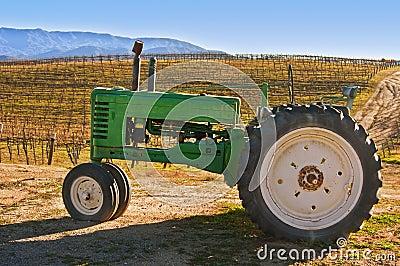 拖拉机葡萄园