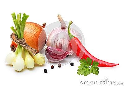 拨蒜、葱、红辣椒和香料