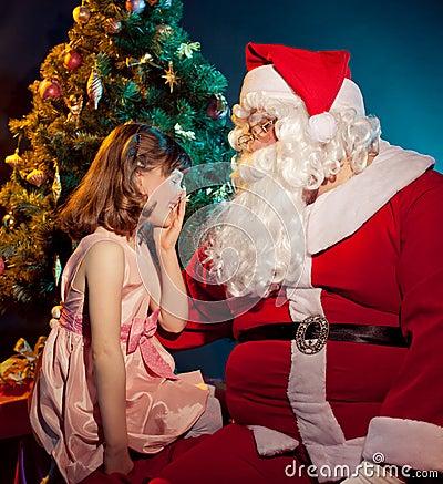 充娃大胆囹?il?.??/d_圣诞老人拿着袋子的和拿着礼品的小女孩.