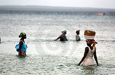 捕鱼莫桑比克妇女 编辑类图片