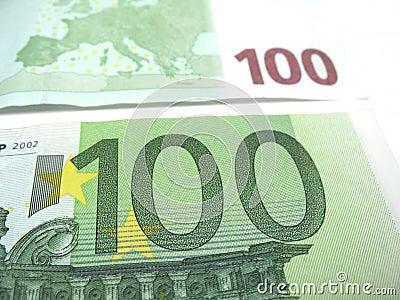 接近的欧元一百
