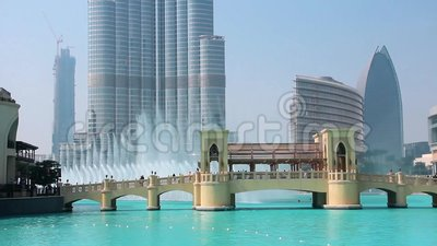 摩天大楼Burj哈利法和唱歌喷泉在迪拜,阿联酋 股票录像