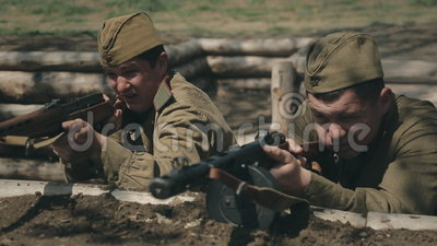 敌意,轰击Sovestky战士  股票视频