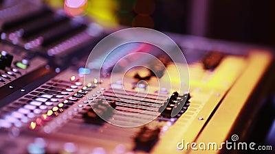数字式音频控制台音量控制器凉快的射击由阶段的在表现期间 股票录像