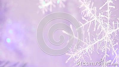 新年和chrismas在雪花的形状的树装饰与浅紫色的backgroung迷离的 股票录像