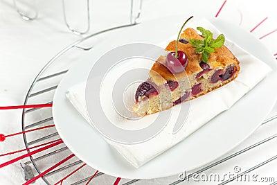 新鲜蛋糕的樱桃