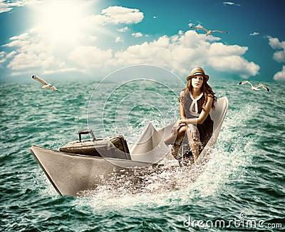 旅行。有行李的妇女在小船