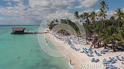 无人机拍摄美丽的加勒比海和海滩 股票录像