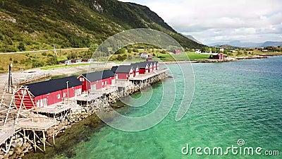 无人机飞越挪威的一个湖 股票视频