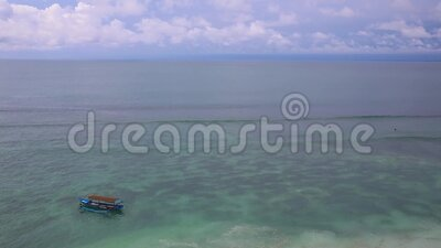 普吉海滩,夏日阳光下海滩海景 泰国普吉岛卡隆海滩 股票视频