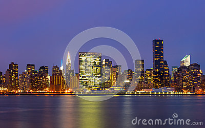 曼哈顿大厦在East河前面的