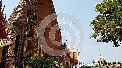曼谷市地平线, Timelapse,在昭披耶河地平线,日落天空背景,跑o的长尾巴小船的美好的日落 影视素材