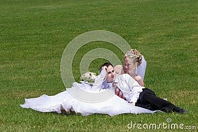 最近结婚的夫妇休息