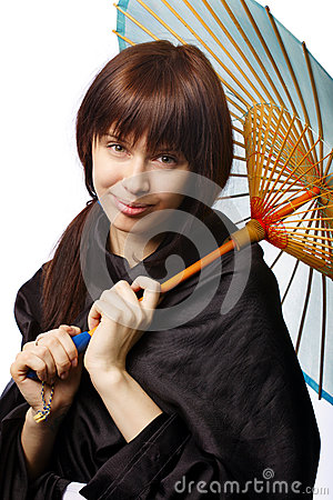 有日本伞的美丽的女孩