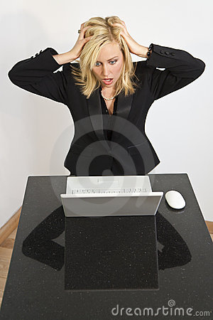 有美丽的计算机问题妇女