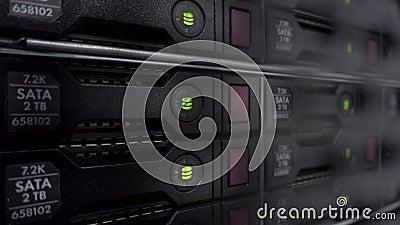服务器堆积与在一datacenter的硬盘备份和数据存储的 E E 影视素材