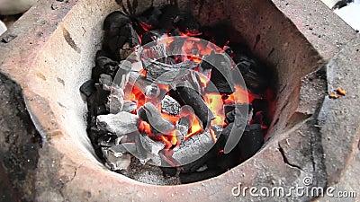 木炭在木炭火炉烧 影视素材