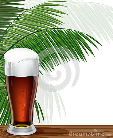 杯啤酒和棕榈分支