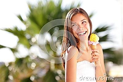查找妇女的奶油色冰