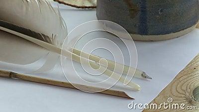 桌子上的羽毛绗缝 股票录像