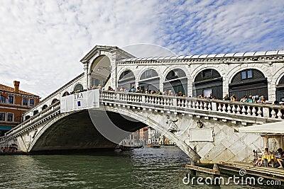 桥梁rialto 编辑类库存照片