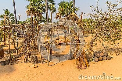 棕榈果子和泥罐