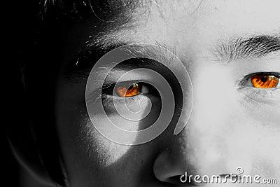 棕色清楚的水晶眼睛