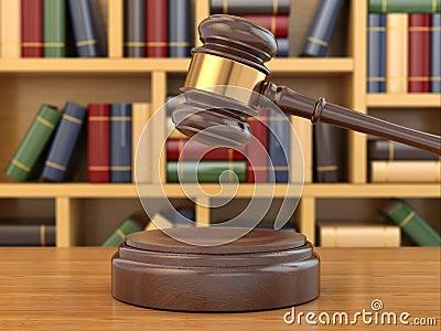 正义的概念。惊堂木和法律书籍。