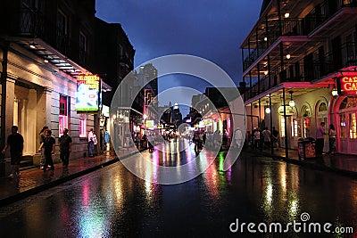 波旁酒晚上街道 编辑类库存照片
