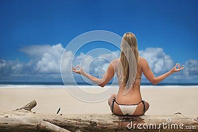 欧洲海滩日光浴_红海_海滩上的欧洲女郎