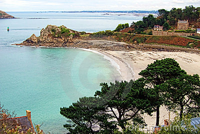 海滩布里坦尼海岸小河法国