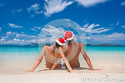 海滩热带圣诞节的夫妇