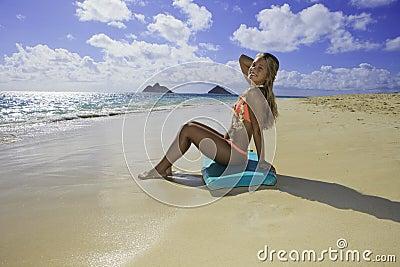 海滩董事会识别不明飞机女孩