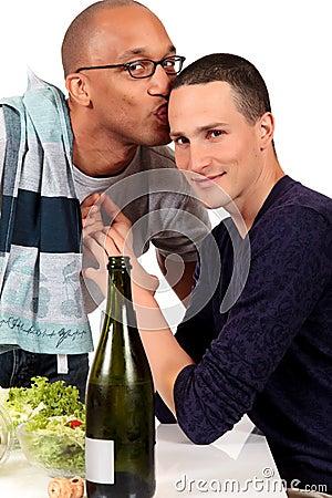 混合的夫妇种族快乐厨房