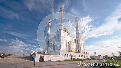清真寺努尔Gasyr在阿克托比timelapse hyperlapse城市 卡扎克斯坦 股票视频