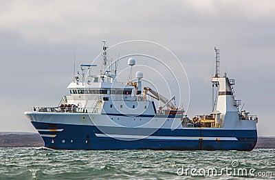 近海渔船图片_渔拖网渔船 库存照片 - 图片: 32468933