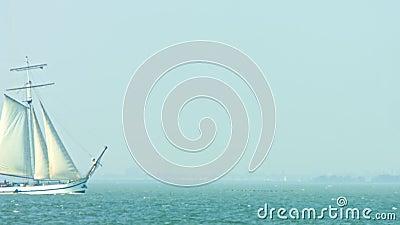 游艇在海上航行 影视素材
