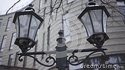 灰秋日城市路灯的特写 户外街道的古式照明设备 美丽,都市 影视素材