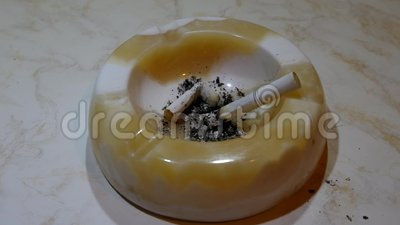 烟灰缸和香烟 股票视频