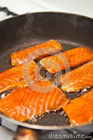 烹调三文鱼