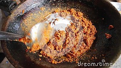 烹调泰国红色咖喱酱食谱用椰奶 股票视频