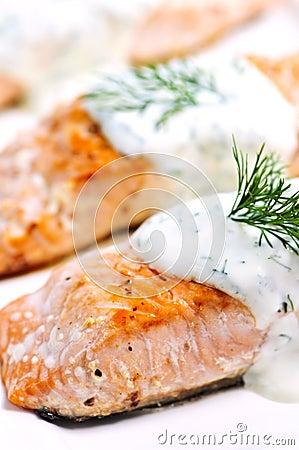 煮熟的三文鱼