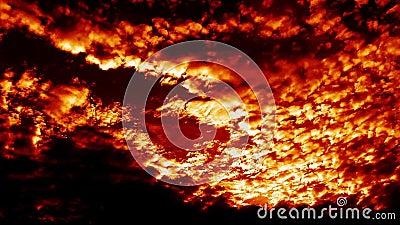 燃烧的吹的地狱射击云彩时间间隔史诗电影 股票录像