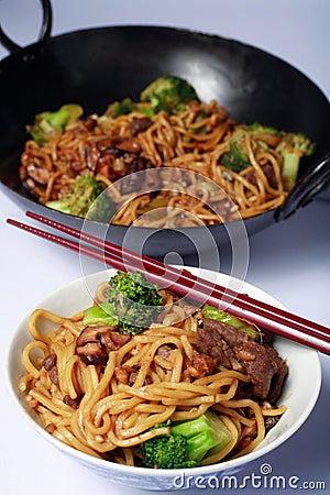 牛肉中国食物mein铁锅