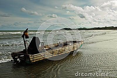 船拒载中国人_特性中国人船