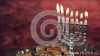 犹太假日hannukah标志- menorah和木dreidels