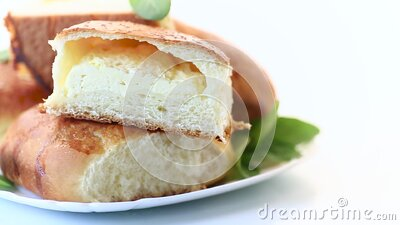 甜味自制烘焙蛋糕和小屋奶酪 股票视频