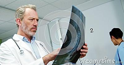 医生检查的光芒x 股票录像