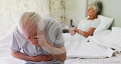 生气资深夫妇争论互相在卧室 股票录像