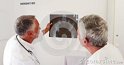 医生讲话对X-射线收音机 股票录像